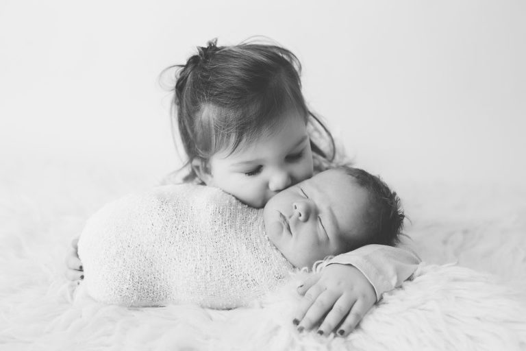 baby picture- newborn baby photos- pictures newborn babies- baby portrait- baby portraits- durham region-oshawa- Toronto-boy-sibling