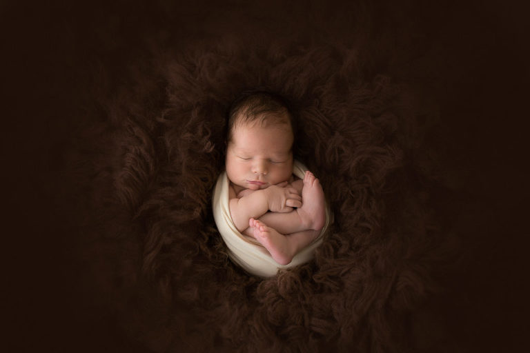 baby picture- newborn baby photos- pictures newborn babies- baby portrait- baby portraits- durham region-oshawa- Toronto-wrapped baby- hands and feet-rug