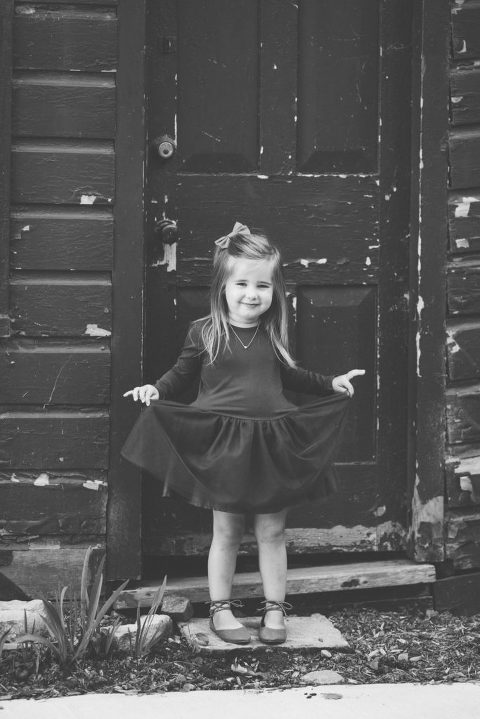 fall-family-portrait-session-oshawa-photographer-photography-dresses-girl-tutu-blue-toronto-durham-blackandwhite-fullbody-gta