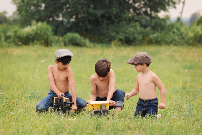 family-photographer-photography-oshawa-durham-toronto-gta-farm-outdoor-child-shirtless-truck