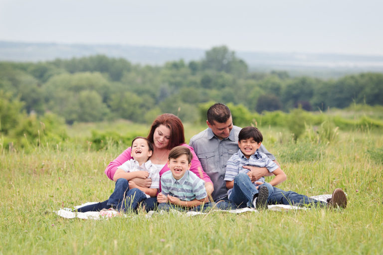 family-photographer-photography-oshawa-durham-toronto-gta-farm-outdoor-organic-laughing